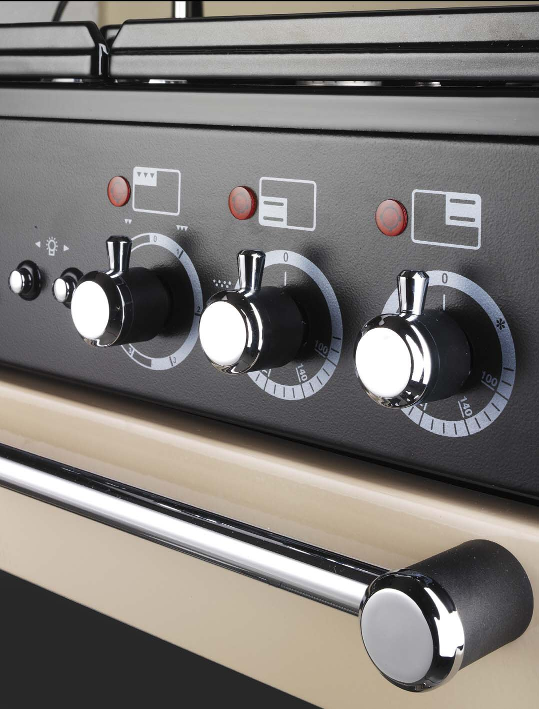 Quelle alimentation électrique et installation pour mon piano de cuisson Falcon ?
